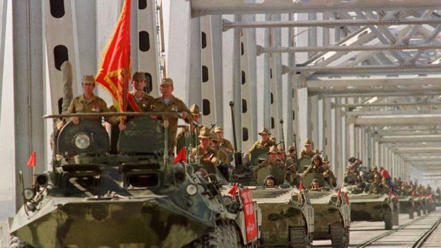 Soviet tanks leaving Afghanistan