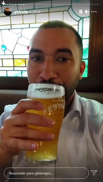 Kill to Vigor drank beer at an American restaurant