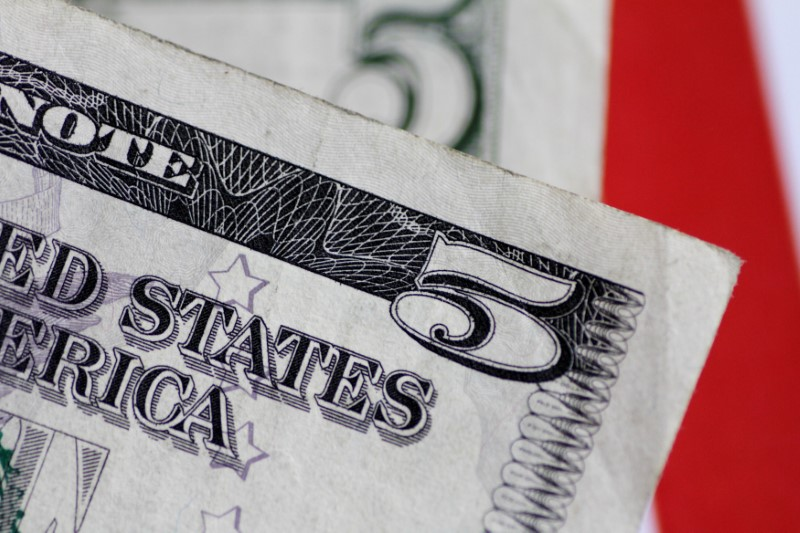 The dollar was suspended after recent declines;  The market is waiting for the US jobs Reuters