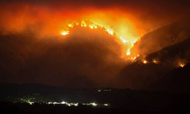 Massive mobilization continues in Spain in an attempt to control a wildfire that has already burned 6,000 hectares of forest in four days in the southern region of Malaga, where authorities have decided to carry out new evacuations.  Photo: JORGE GUERRERO / AFP