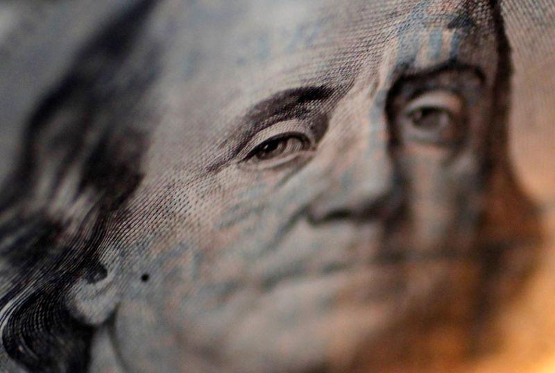 Dollar falls after US inflation data, but domestic environment warns Reuters