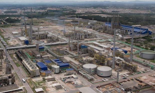 Repar is located in the municipality of Araucária, Parana, and is responsible for about 12% of the national production of petroleum products, including diesel, gasoline, LPG, coke, asphalt and propylene. Photo: Silvio Aurichio / Agência O Globo