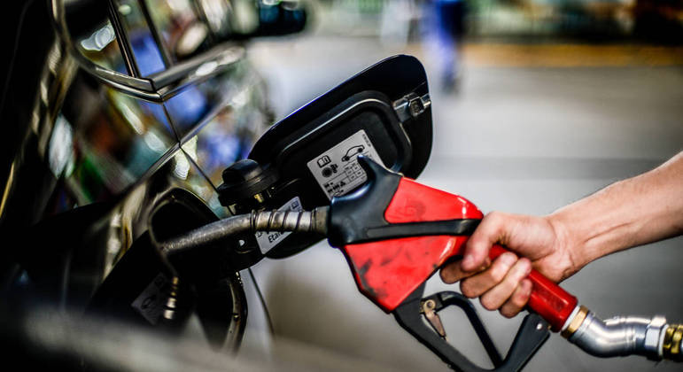7-week average gasoline price hike - News