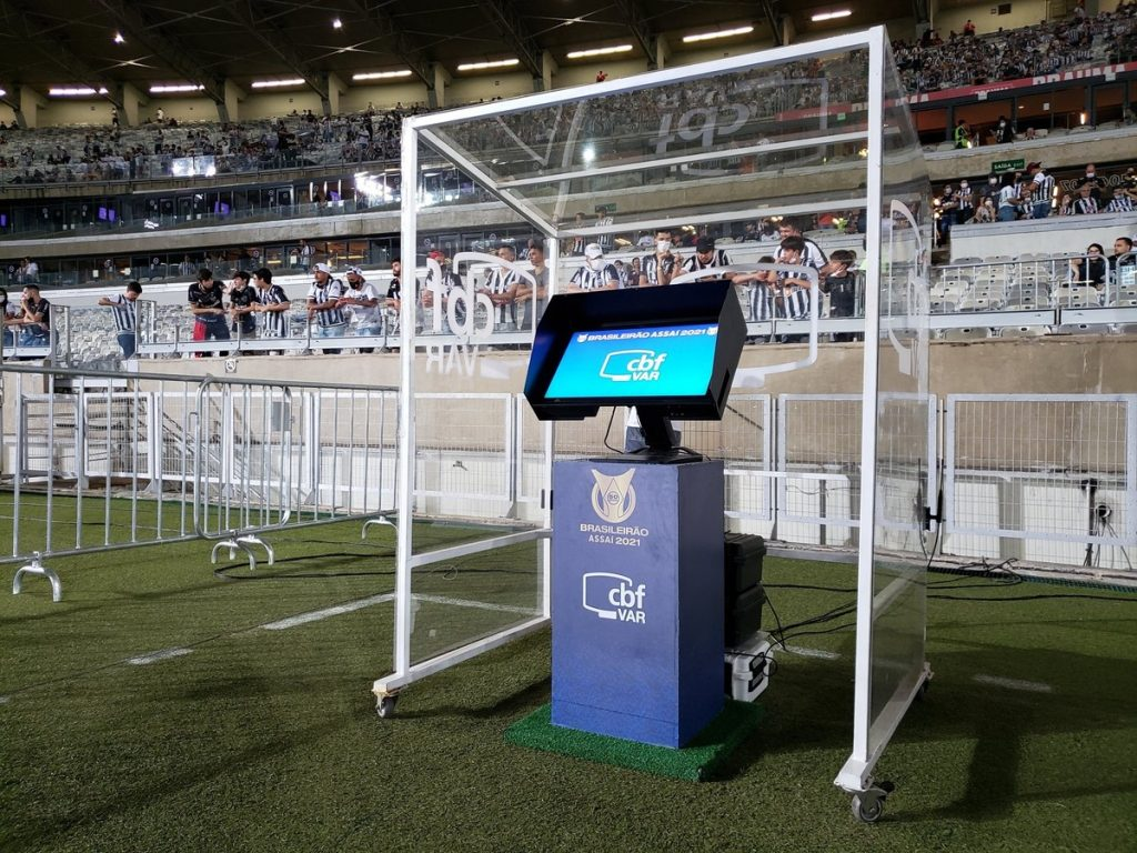 Atlético MG Rebellion: Referee mentions Coca assistant's offenses and Rodrigo Caetano's kicks in the VAR room: 'Stop stealing'    Athlete - mg